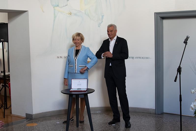 Doba od župana občine Maribor dobila mestni pečat.