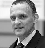 Simon Mokorel ima več kot dvajset let izkušenj na področju informacijskih tehnologij