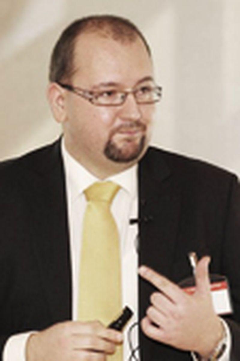 Klemen Žibret - Izkušen menedžer, kadrovski strokovnjak, svetovalec, predavatelj in trener.